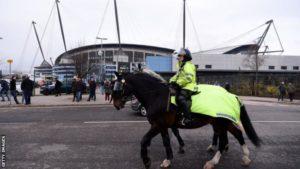 ตำรวจหวาดกลัว ฝูงชนฟุตบอลนอกสนามกีฬาถ้าเริ่มฤดูกาลใหม่